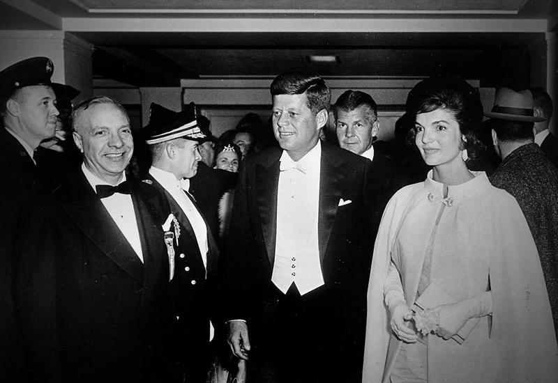 Разговоры за стойкой. Как алкогольный бизнес привел к власти клан Кеннеди, а потом сокрушил его